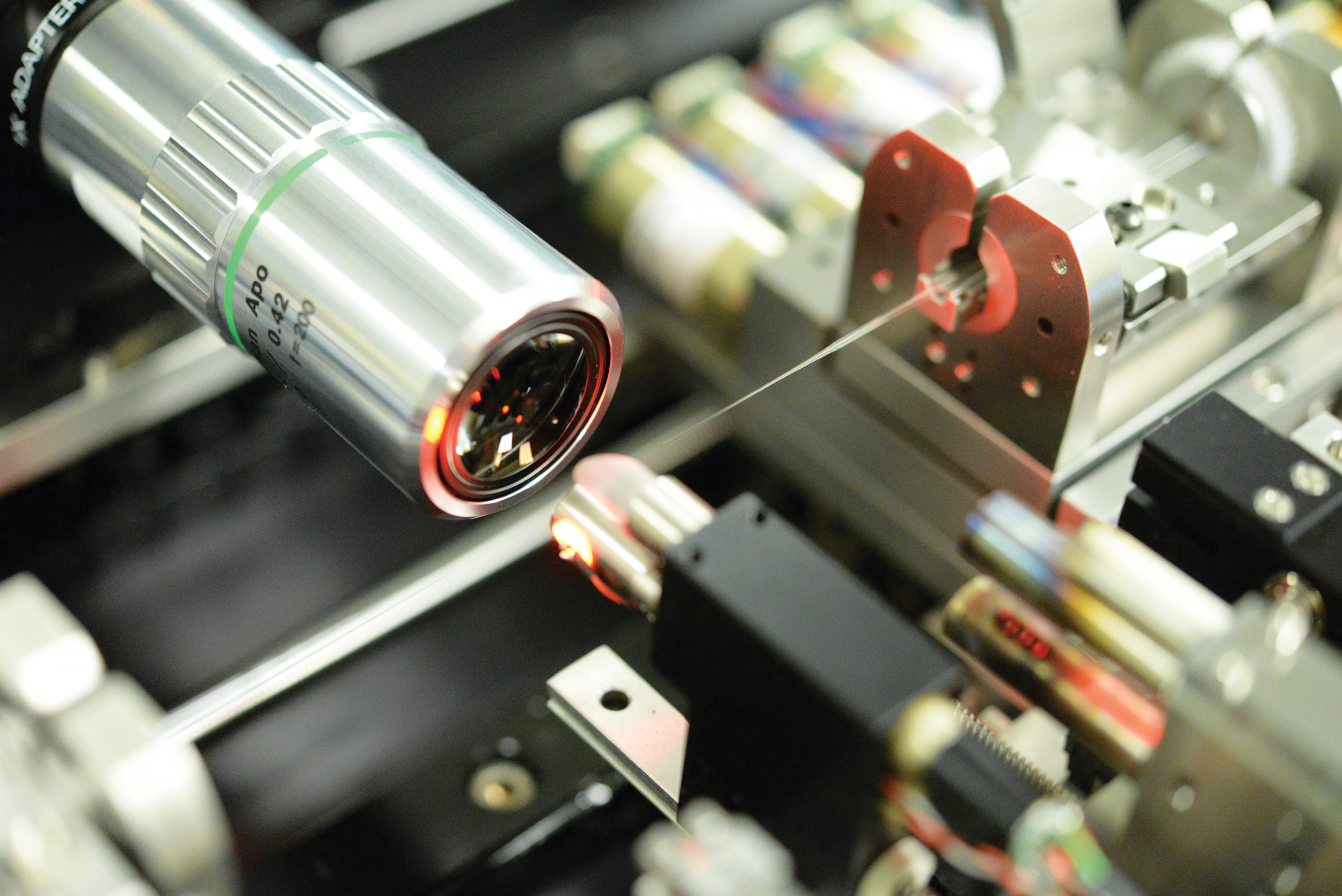 The tip of the photonic lantern is inspected with a microscope prior to being spliced into a kilowatt-class amplifier.