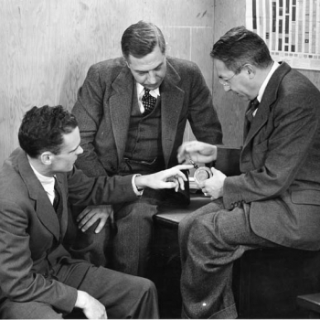E. G. Bowen, left, is shown an American-made copy of the cavity magnetron by Radiation Laboratory director L. A. DuBridge, center, and associate director I. I. Rabi, a Nobel Prize winner, right. Photo: MIT Museum - Radiation Laboratory Negative Collection