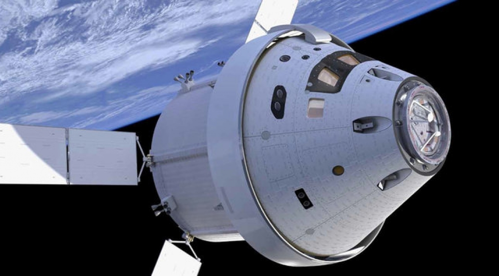 This artist's depiction of NASA's Orion spacecraft shows the crew capsule at right. Image: NASA/Sierra Nevada Corp.
